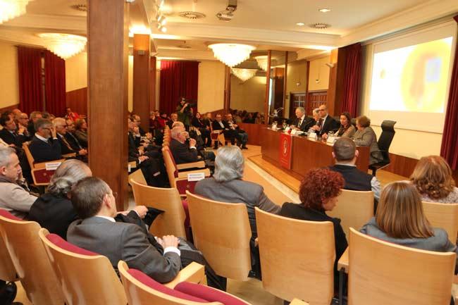 La Universidad de Alicante recibió la Medalla de la Academia de Medicina.