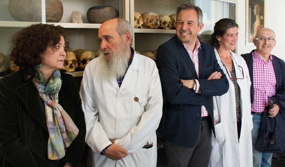 La rectora y Miguel Boterra en la inauguración del Laboratorio de Antropología.
