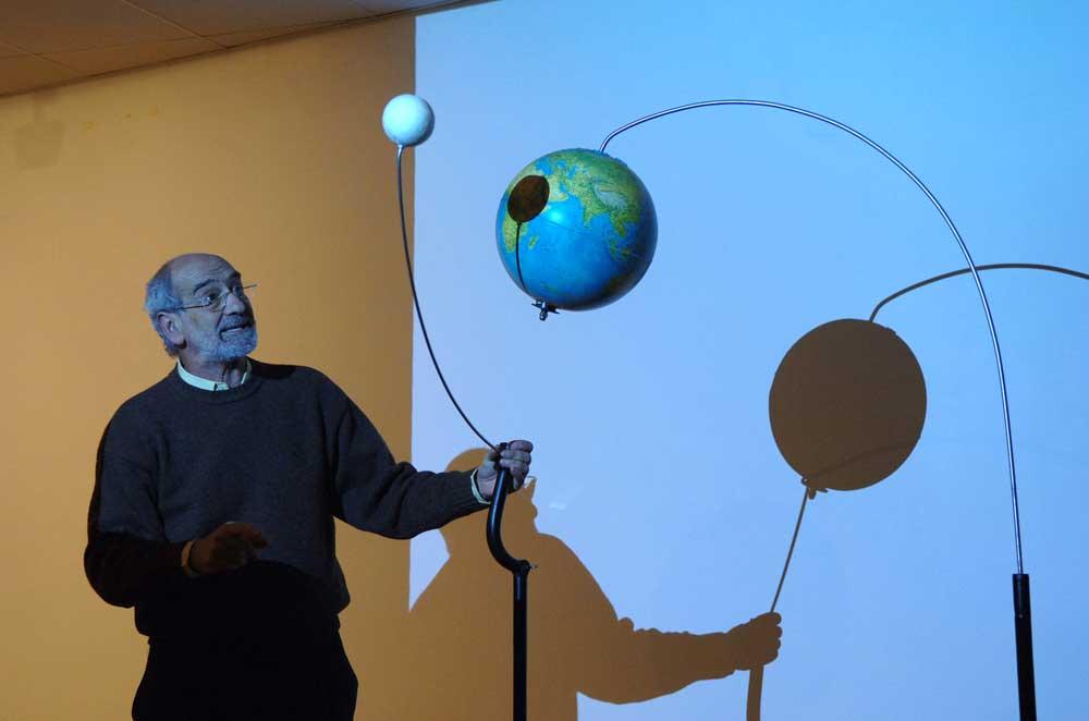 El catedrático Vicente López García, que coordina el programa Ciencia para Todos del Parque de las Ciencias de Granada.