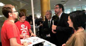 El rector de la UJA ha visitado los stands de la Feria de Empleo y Emprendimiento.