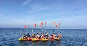 Alumnos de la UAL disfrutan de una ruta en kayak.