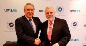 El rector de la UMA con el representante de la Academia San Telmo.