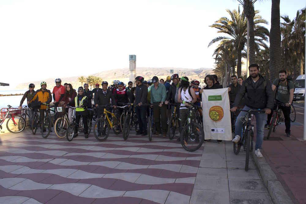 La UAL aprovecha el Día de la Bicicleta para dar a conocer un ...