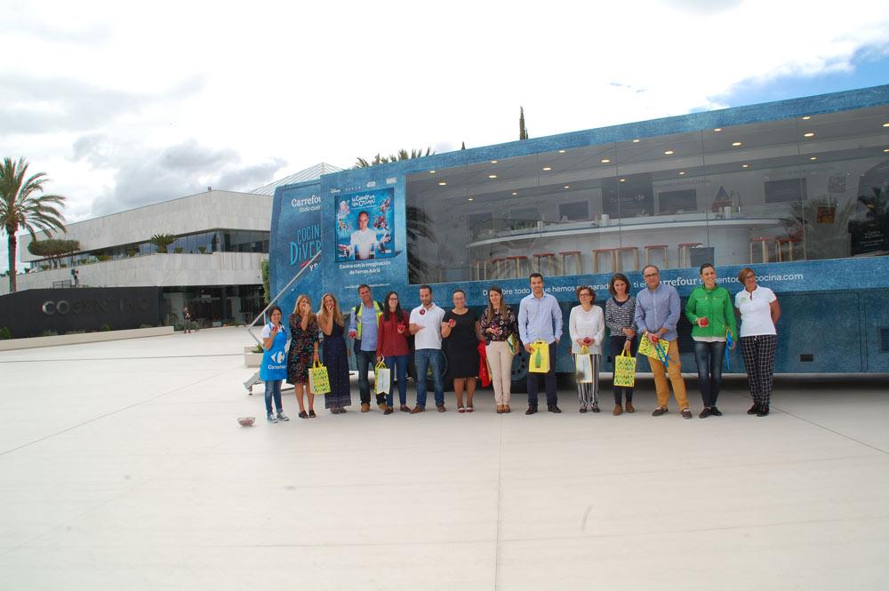 Empleados de Cosentino participantes en la Caravana de la Salud.