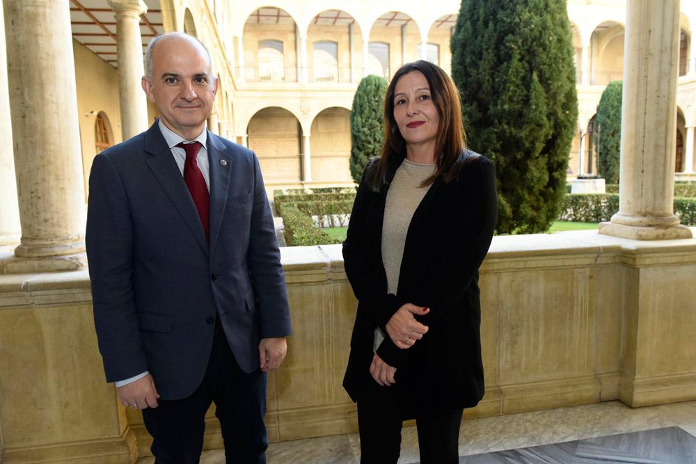 Julián Valero y Blanca Soro, profesores de Derecho Administrativo y coordinadores del comité organizador del Congreso.