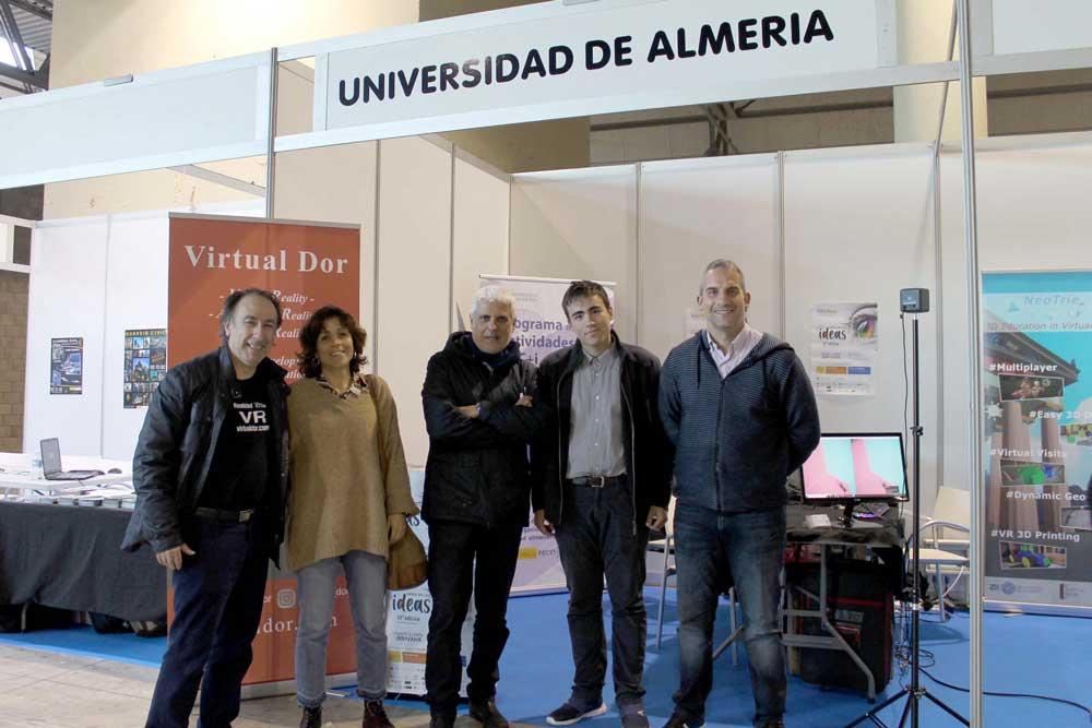 Representantes de Virtual Dor y la UAL en el Roquetas Gaming Show.
