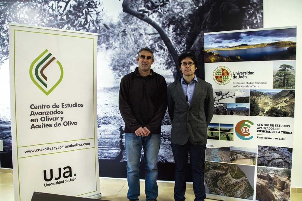 Roberto García, responsable de Sustainolive, y Julio Calero, dos investigadores de este proyecto, vinculados al Centro de Estudios Avanzados en Olivar y Aceites de Oliva.