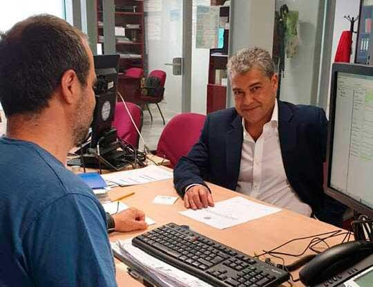 Carmelo Rodríguez presenta su candidatura a rector.