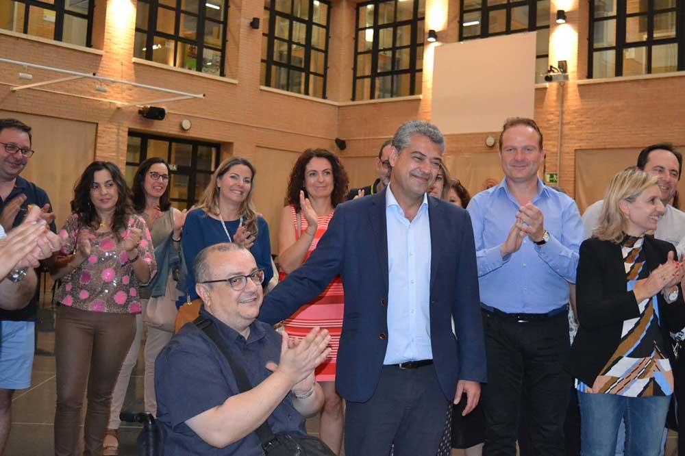 Carmelo Rodríguez reelegido rector de la Universidad de Almería y arropado por su equipo.