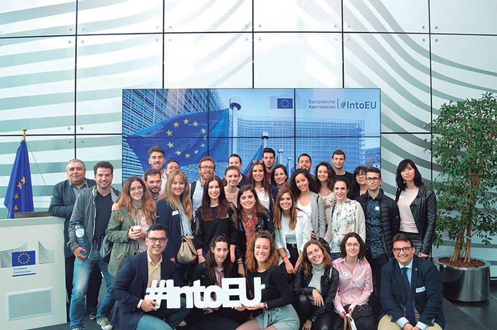 Alumnos del Máster en Comercio Internacional de la Universidad de Alicante, en una visita al Parlamento Europeo.