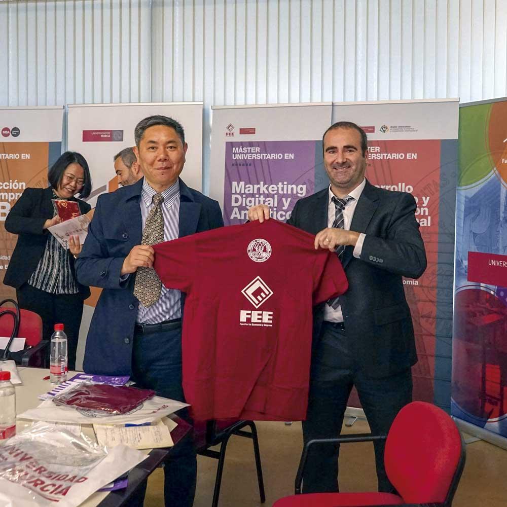 La Facultad de Economía y Empresa tiene acuerdos de movilidad con universidades chinas.