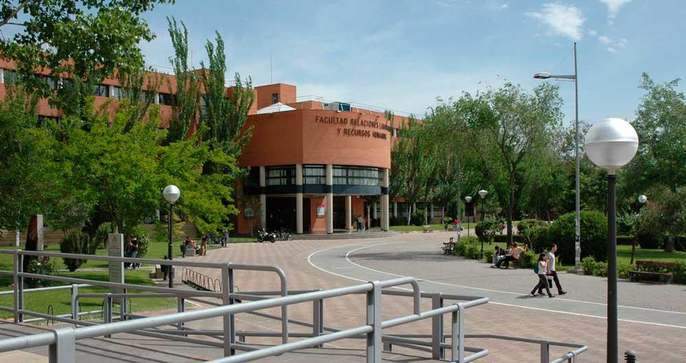 Facultad de Relaciones Laborales y Recursos Humanos de la UCLM, que aparece en la Guía de Grados de Nova Ciencia.