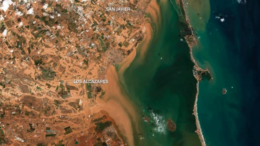 El entorno de Los Alcázares visto por satélite. Se pueden apreciar los cauces naturales recuperados por la gota fría.