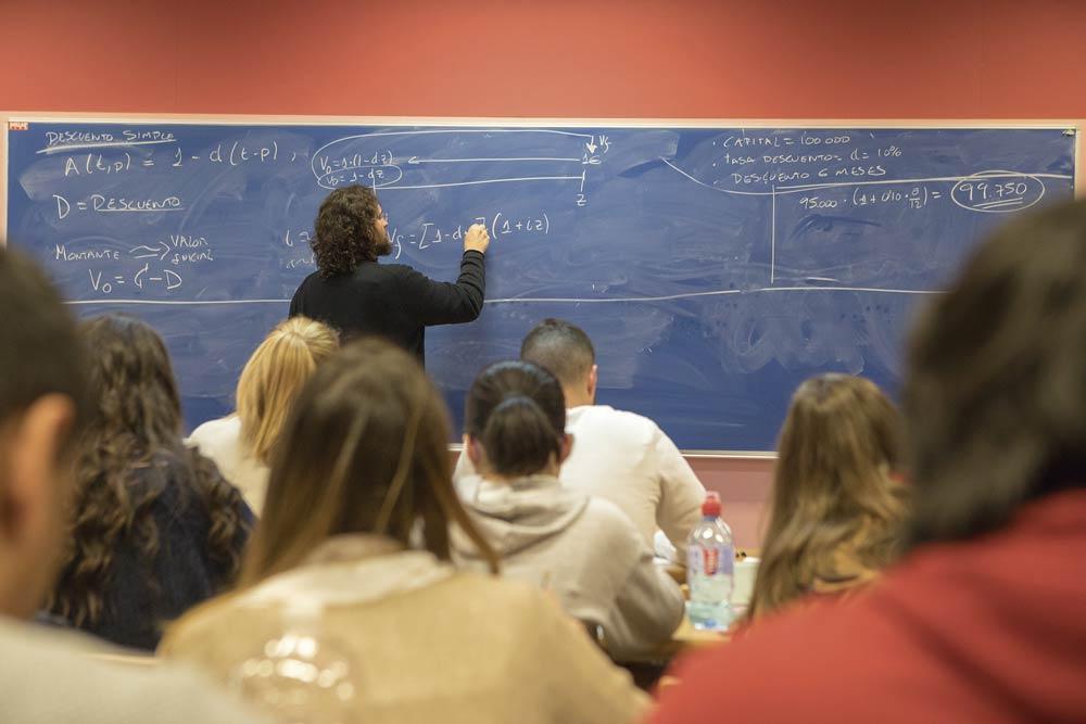 Clase en la Facultad de Ciencias Sociales y Jurídicas de Alicante.