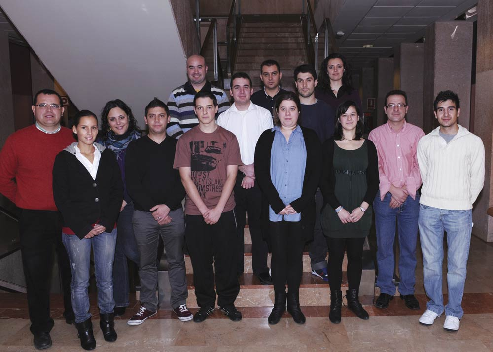 Estudiantes y profesores de las primeras promociones de la facultad de ciencias sociales y juridicas de alicante