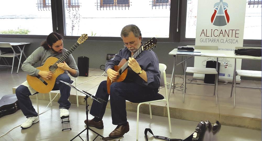 Clase práctica en el máster en interpretación de guitarra clásica de la universidad de alicante