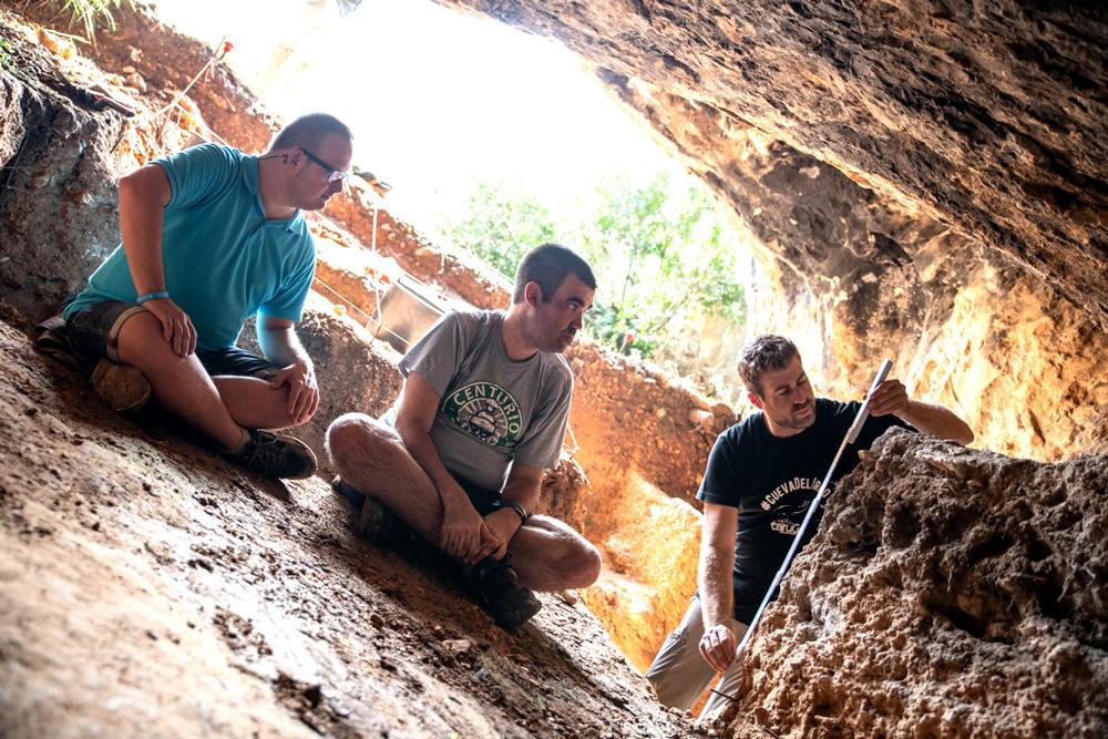 Discapacitados intelectuales en la Cueva del Arco.
