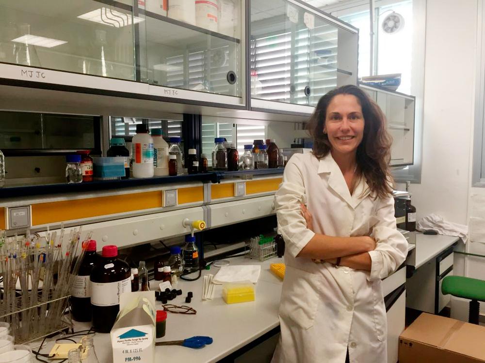 Elvira Navarro, investigadora de la UAL especializada en microalgas.