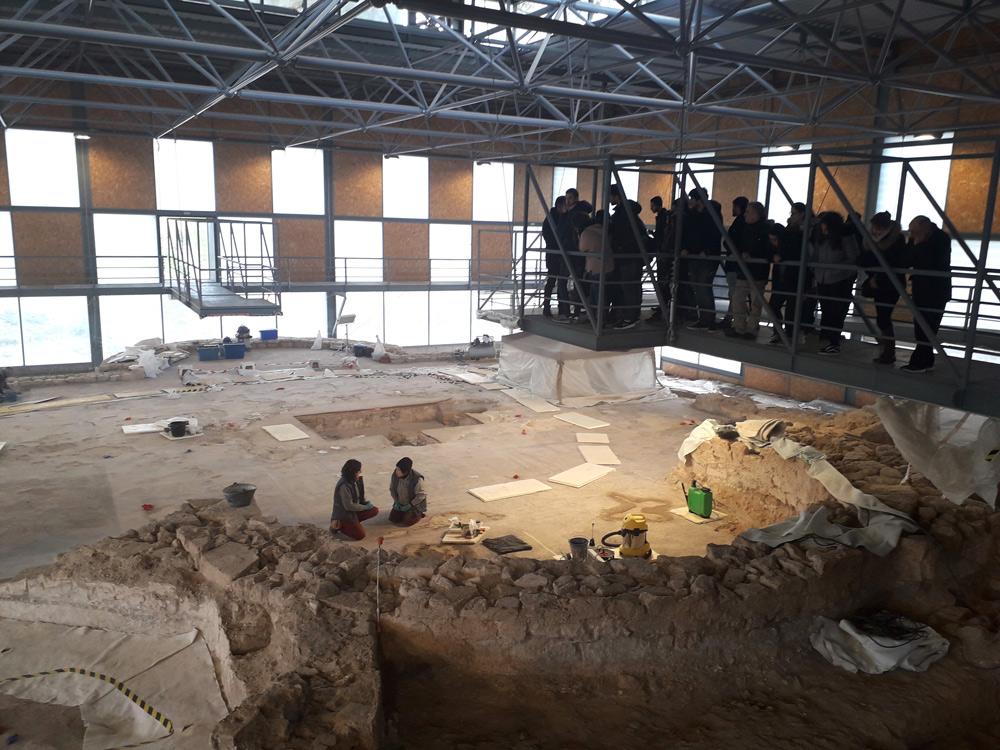 Alumnos del Máster en Patrimonio Histórico de la UCLM, en el yacimiento arqueológico de Noheda, en Cuenca.